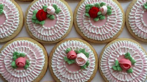 galletas para decorar con glase real galletas con rosas de glas 233 real y bordado de cepillo