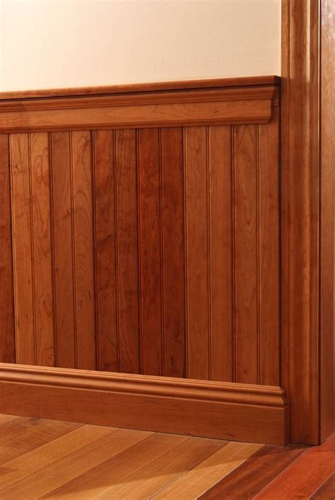 Baseboard For Wainscoting by Best 25 Chair Railing Ideas On Two Tone Walls
