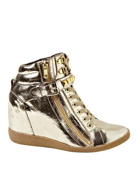 gold wedge sneakers steve madden huston metallic wedge sneakers in gold lyst
