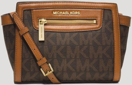 Michael Kors Messenger Crossbody Sign Brown michael michael kors crossbody selma zip medium messenger in brown lyst