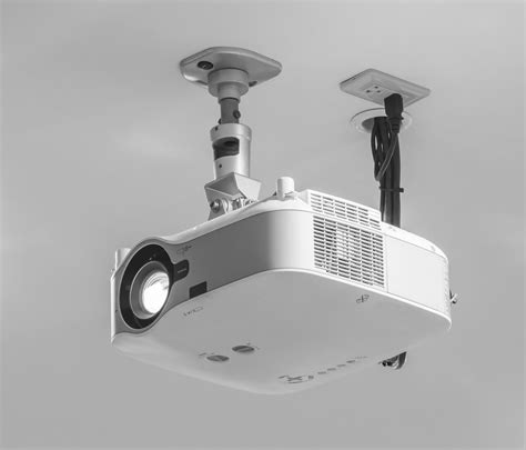 ceiling mounted projector projecting the right image ebuyer