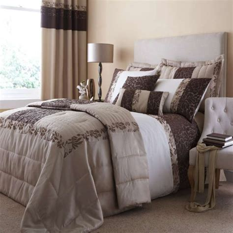 Damask Bedding Set by Damask Bedding For Those Who Loved Classic Touches In