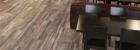 pavimento in ceramica effetto parquet scegliere il pavimento della cucina effetto legno