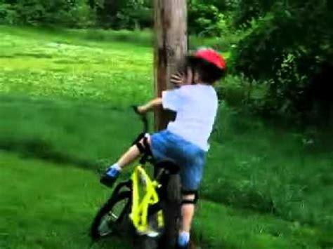 imagenes de niños que se caen ni 241 o se cae de su bici y empieza a llorar d youtube