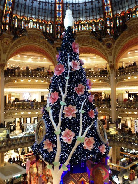 christmas tree in lafayette galeries lafayette tree