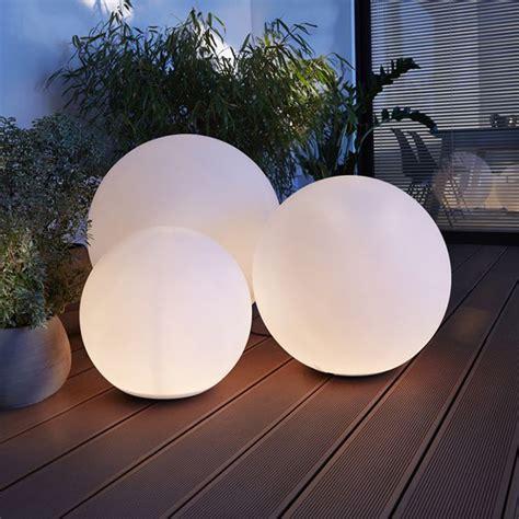 boule lumineuse jardin boule lumineuse pour eclairage jardin