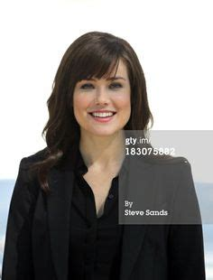 is liz in blacklist wearing a wig elizabeth keen megan boone the blacklist tv series