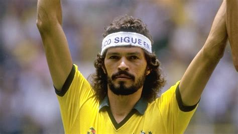 doctor socrates footballer philosopher s 243 crates brasileiro saio de souza vieira de oliveira 30 quotes by socrates give my goals
