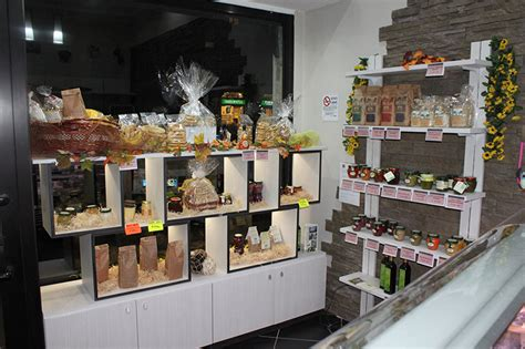 scaffali per negozi alimentari grotta dei sapori arredamento per gastronomia mobili per