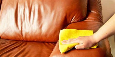 pulizia divani in pelle come pulire il divano in pelle tutte le soluzioni