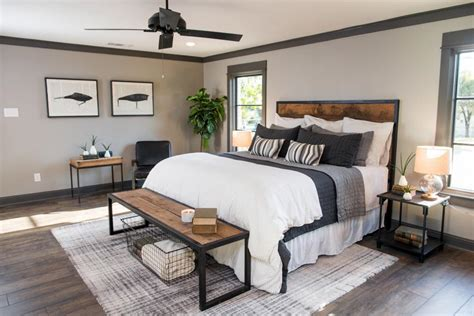 Joanna Gaines Bedroom Decorating Ideas by Fixer Joanna Chip Gaines Magnolia Homes On