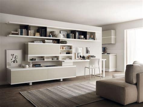 soggiorno in un angolo studio in soggiorno integrato nella libreria o in