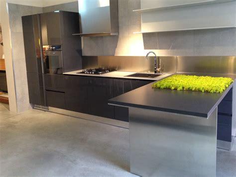 cucinare con la cucina con penisola ernestomeda modello emetrica