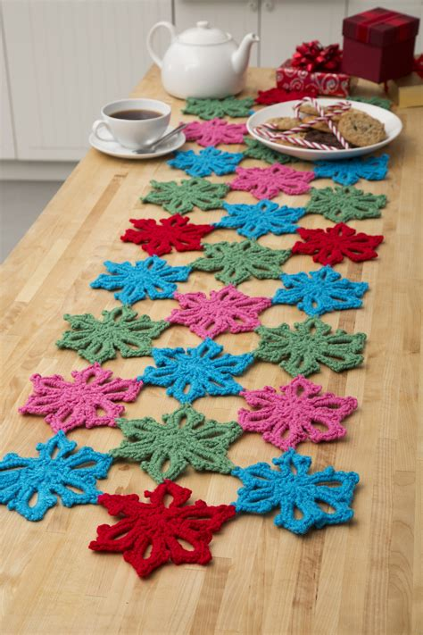 hawaiian christmas table runner favecrafts com