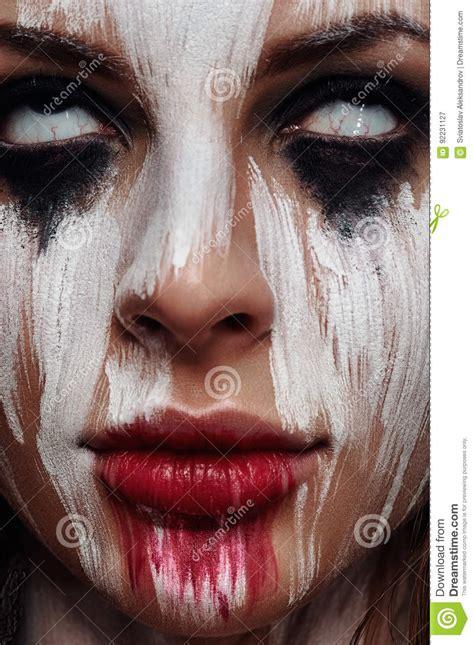 imagenes ojos blancos cara de la mujer hermosa joven con los ojos blancos imagen