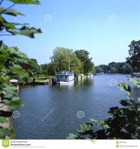 thames college berkshire river thames at streatley berkshire england stock