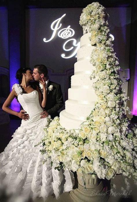 how big should a wedding cake be wedding cake what a cake unique wedding cakes