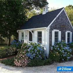 small cottages 25 best ideas about cape cod cottage on