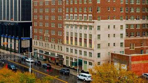 Hotel Rooms Downtown Detroit by Doubletree Suites By Hotel Detroit Downtown Fort