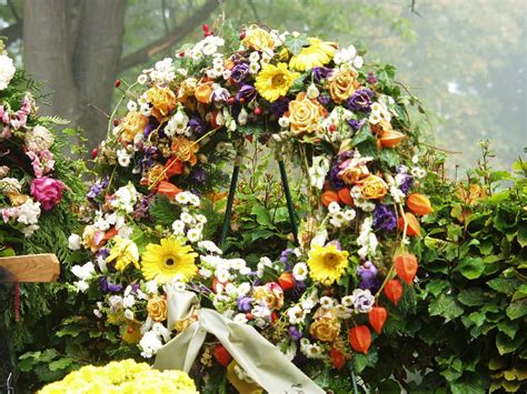 gambar desain karangan bunga  indah  momot