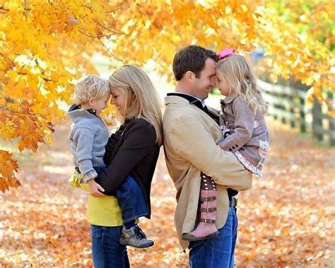 family of 4 picture ideas fall family picture ideas cute fall family picture idea