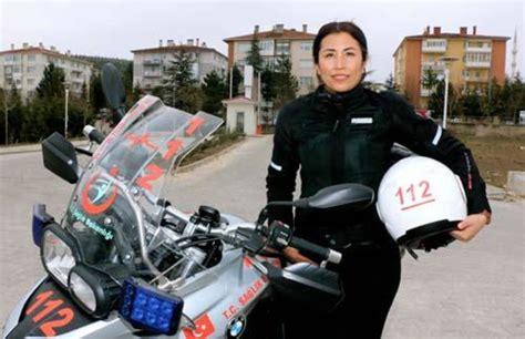 tuerkiyenin ilk motosikletli kadin acil tip teknisyeni