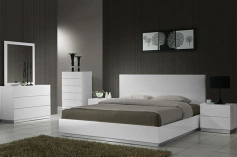 j m furniture naples 3 piece platform bedroom set in white naples white lacquer platform bedroom set from j m 17686