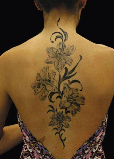 tatuagens femininas nas costas 70 fotos toda atual