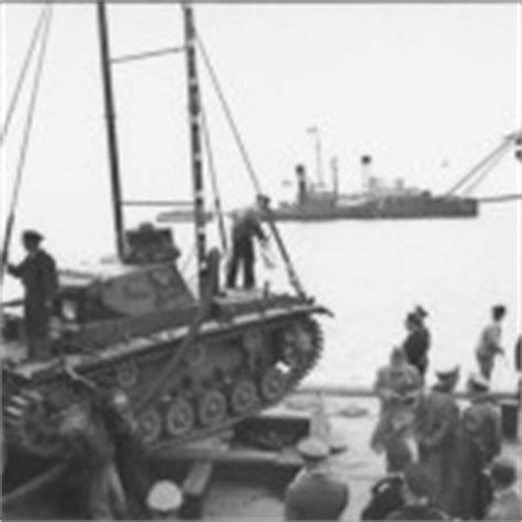 tauchpanzer iii code 133 fell off the bridge world war tauchpanzer iii german hibious tank world war photos