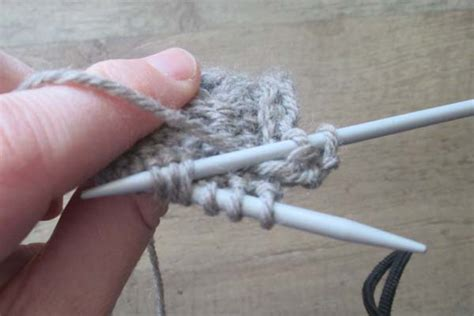 knitting cable needle how to knit the cable stitch without a cable needle