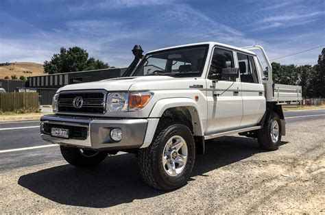 land cruiser 2016 toyota land cruiser review and rating motor trend