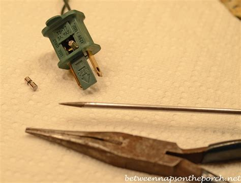 how to repair or fix a blown fuse on your christmas tree