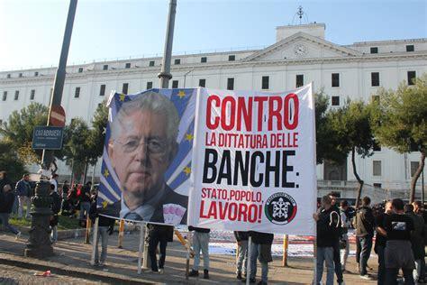 banche a napoli casapound e la rete anti fascista in piazza a napoli