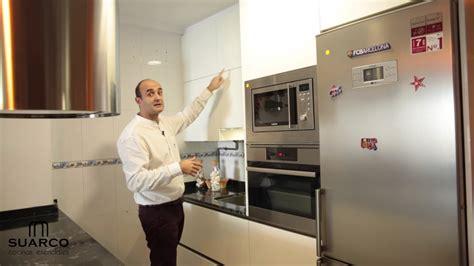 video de cocinas modernas  isla blancas pequenas