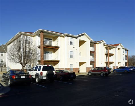 2 bedroom apartments in springfield mo the carlyle apartment homes rentals springfield mo