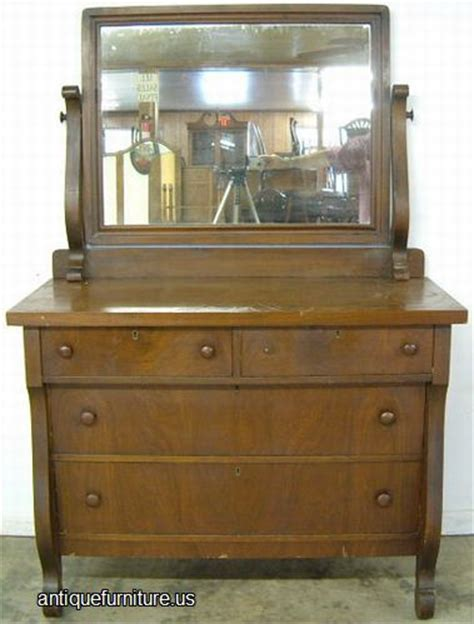 Antiqued Mirrored Dresser by The Best Ways To Select A Antique Mirrored Dresser