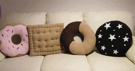 cuscini forma biscotti cuscini a forma di biscotti li voglioooo d clicca la