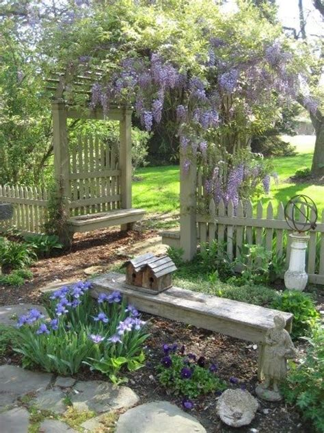 Garden Bench With Trellis Things We Love Garden Benches Beautiful Climbing