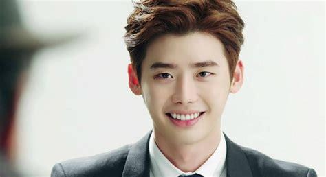 film korea lee jong suk dan kim woo bin lee jong suk updates fans on military enlistment