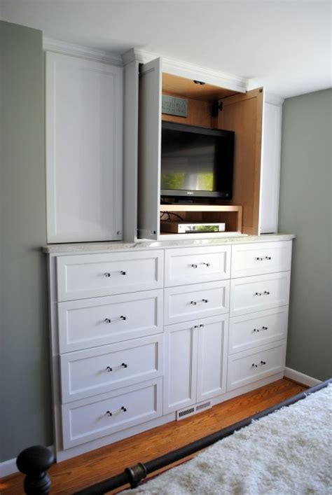 Built In Dresser Ideas by 25 Best Ideas About Built In Dresser On Upstairs Bedroom Attic Bedroom Closets And