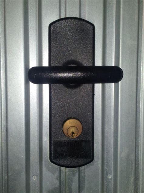 meraviglioso Maniglie Per Porte Prezzi #1: sostituzione-serrature-basculanti-esterno.jpg