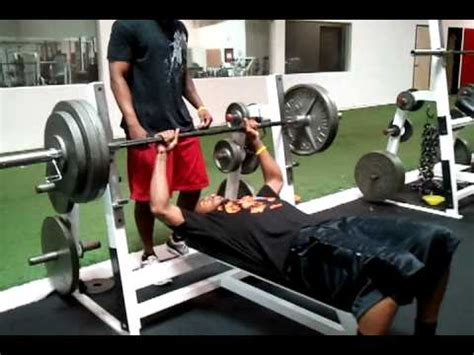 300 lb bench press az cardinals wr steve breaston bench press 300 lbs youtube