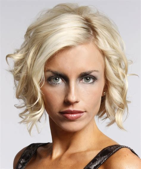 short wavy blonde hair cuts 30 sexy short hairstyles for thick hair creativefan