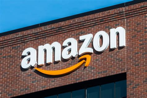 amazon store coming  chicago curbed chicago