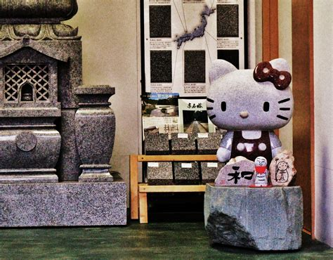 Lu Tempel Hellokitty yuko shimizu letsjapan