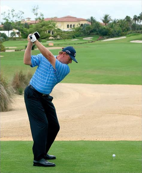 swing de golf swing easy hit hard ernie els swing sequence golf