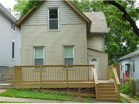 4 Bedroom Houses For Rent In Milwaukee by We A Big 4 Bedroom 2 Bath Single Family House For