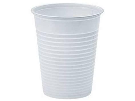 ladario con bicchieri di plastica bicchieri di plastica cemambiente