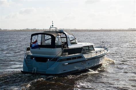 jachtverhuur holland sanzi yachtcharter friesland holland