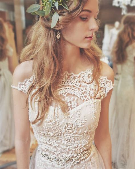 Wedding Hair For Vintage Dress by 17 Best Ideas About Lace Wedding Dresses On